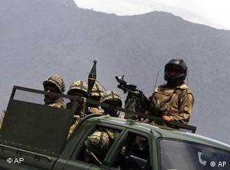 Pakistanische Soldaten im Einsatz gegen Taliban (Archiv-Foto: AP)