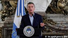 The President of Argentina Mauricio Macri (C) attends an act of his Government in Buenos Aires, Argentina, 29 January 2018. Macri announced today a reduction of 25 percent of the political positions of the National Executive and the freezing of the salaries of the civil servants, and affirmed that it will ban relatives of the ministers to be part of the Government. Macri announces reduction of charges in Government and freezing salaries !ACHTUNG: NUR REDAKTIONELLE NUTZUNG! PUBLICATIONxINxGERxSUIxAUTxONLY Copyright: xDavidxFernandezx BAS06 20180129-636528374500651785