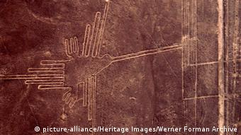 Image of a bird on the Peru Nazca Lines (picture-alliance/Heritage Images/Werner Forman Archive)