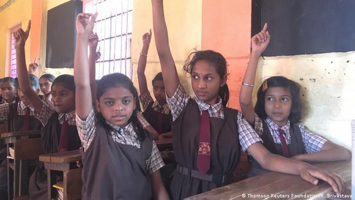 Indien Murbad Unterricht zu Menstruations Mythen (Thomson Reuters Foundation/R. Srivastava)