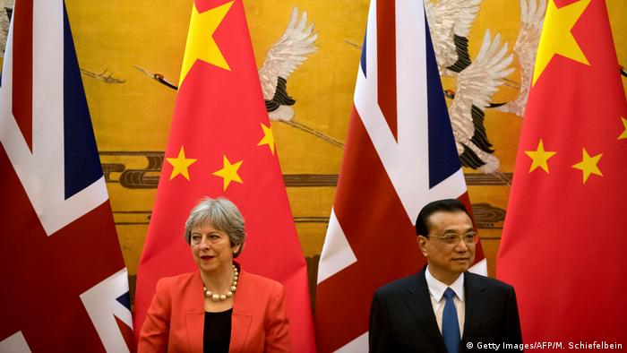 China Peking Theresa May und Li Keqiang (Getty Images/AFP/M. Schiefelbein)