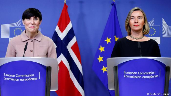 Die EU-Außenbeauftragte Federica Mogherini (r.) und Norwegens Außenministerin Marie Eriksen Soreide in Brüssel (Foto: Reuters/F. Lenoir)