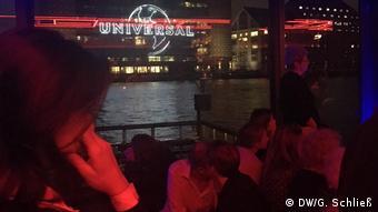 Bild aus dem abgedunkelten Watergate Club in Berlin