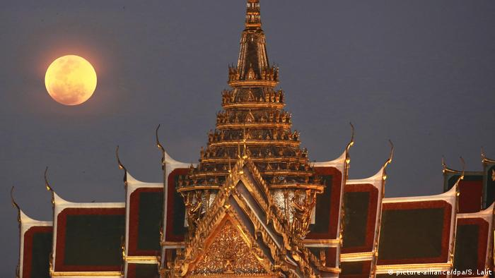 Supermond in Thailand (picture-alliance/dpa/S. Lalit)