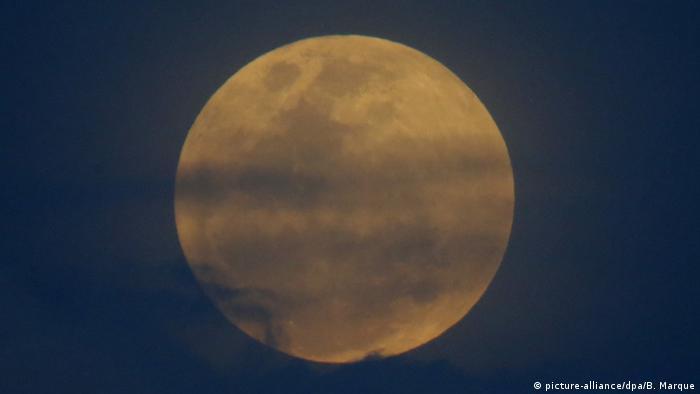 Totale Mondfinsternis auf den Philippinen (picture-alliance/dpa/B. Marque)