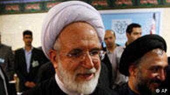 مهدی کروبی در مناظره تلویزیونی با محمود احمدینژاد، برخی ادعاهای وی را به دور از عقل و مغایر با شان رییس جمهور خواند