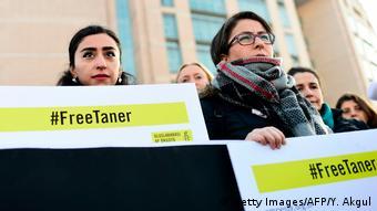 Türkei Gericht ordnet Haftentlassung von Amnesty-Landeschef an (Getty Images/AFP/Y. Akgul)