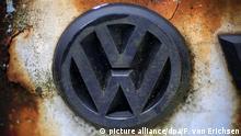 Symbolbild Dieselgate VW-Logo verwittert