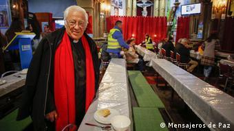 Ο 83χρονος πατέρας Ανχέλ προσφέρει σημαντικό κοινωνικό έργο