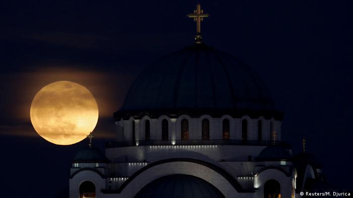 Serbien St. Sava Tempel Belgrad Supermond (Reuters/M. Djurica)