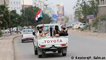 31.01.2018 *** Southern Yemeni separatist fighters ride on the back of a patrol truck in the port city of Aden, Yemen January 31, 2018. REUTERS/Fawaz Salman