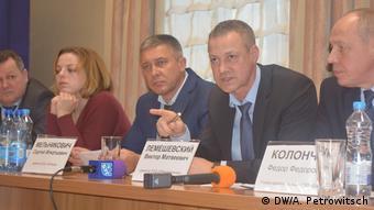 Виктор Лемешевский (в центре)