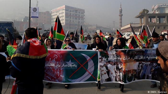 Afghanistan Kabul Protest gegen vermutete pakistanische Unterstützung der Taliban (DW/H. Hamraz)