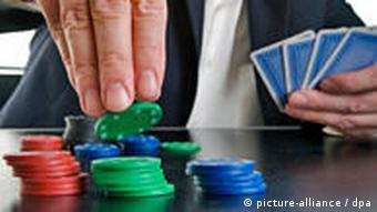 Symbolbild Casino Chips Poker Karten