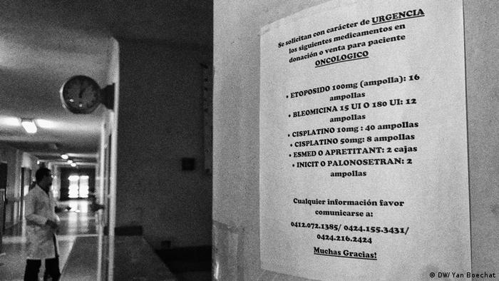 A notice, written in Spanish, asking for donations for the hospital.