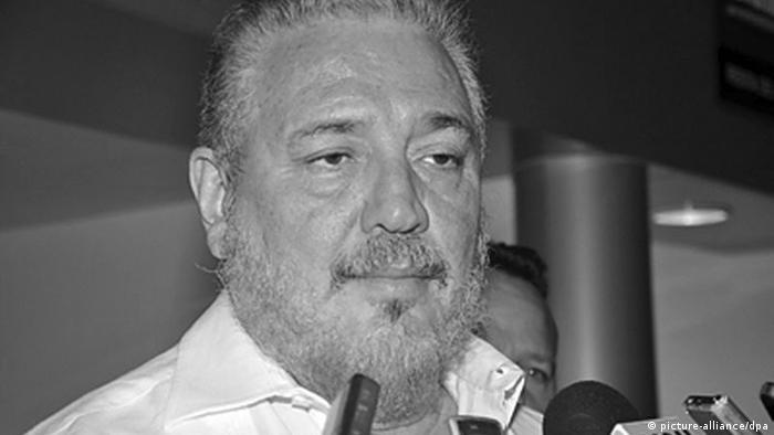 Fidel Castro's ältester Sohn, Fidel Castro Diaz-Balart, spricht bei seiner Ankunft in Veracruz, Mexiko (picture-alliance/dpa)