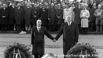 François Mitterrand dhe Helmut Kohl - gjest historik (Verdun 1984)