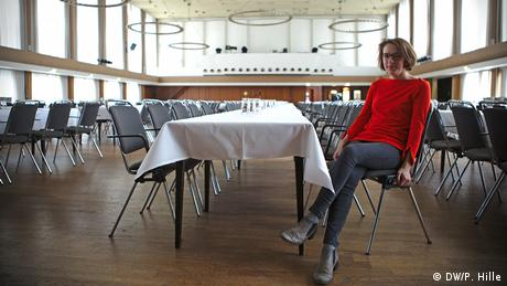 Charlotte Jahnz, a new SPD member, seated at a table in Bad Godesberg's town hall (DW/P. Hille)
