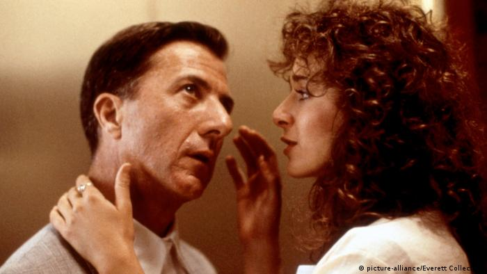 اولین و مشهورترین فیلمی که در آن اوتیسم مطرح شد مرد بارانی محصول سال ۱۹۸۸ بود. داستین هافمن در این فیلم در نقش ریموند ببیت (مرد بارانی) خوش درخشید. این فیلم با الهام از زندگی آستین کیم پیک ساخته شد که با وجود داشتن نوعی اختلال میتوانست همه آنچه که میخواند را از بر کند. این فیلم در سال ۱۹۸۹ چهار جایزه اسکار گرفت.