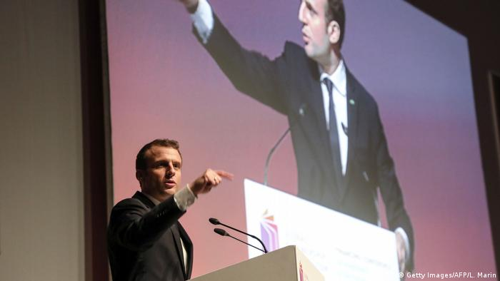 French President Macron pointing his finger during a speech