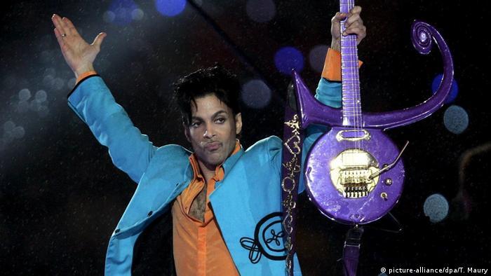 Prince, durante su actuación en el Super Bowl 2007 (archivo)
