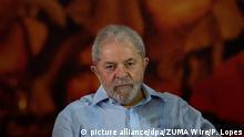 Brasiliens Ex-Präsidenten Luiz Inacio Lula da Silva nimmt am 25.01.2018 in Sao Paulo (Brasilien) an einem Treffen der Vorstandsmitglieder der Arbeiterpartei (PT) teil. Lula will trotz einerVerurteilung zu zwölf Jahren Gefängnis im Oktober wieder Staatschef seines Landes werden. (zu dpa «Zwölf Jahre Knast?Lula will trotzdem Präsident Brasiliens werden» vom 25.01.2018) Foto: Paulo Lopes/ZUMA Wire/dpa +++(c) dpa - Bildfunk+++ |