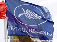 Banderas ondean en Cannes.