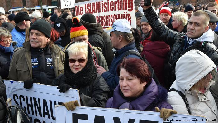 Stowarzyszenie Przyszłość Ojczyzna protestuje przeciwko napływowi migrantów (03.02.2018)