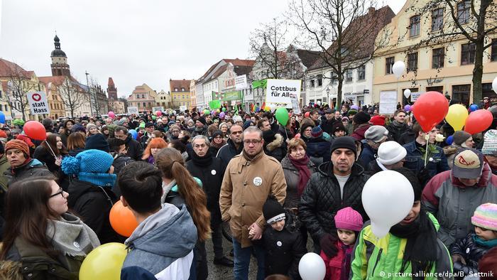Chociebuż 3 stycznia 2018: Demonstracja w imię pokojowego życia z migrantami