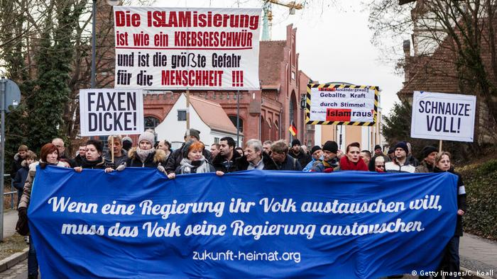 Germany's anti-migrant 'Zukunft Heimat' group rallies in Cottbus (Getty Images/C. Koall)