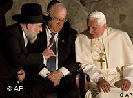 The pope talks to Jewish leaders at Yad Vashem