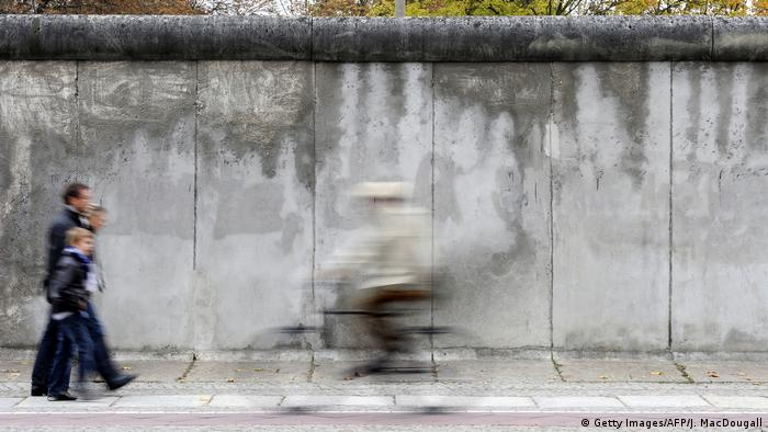 Berliner Mauer (Getty Images/AFP/J. MacDougall)