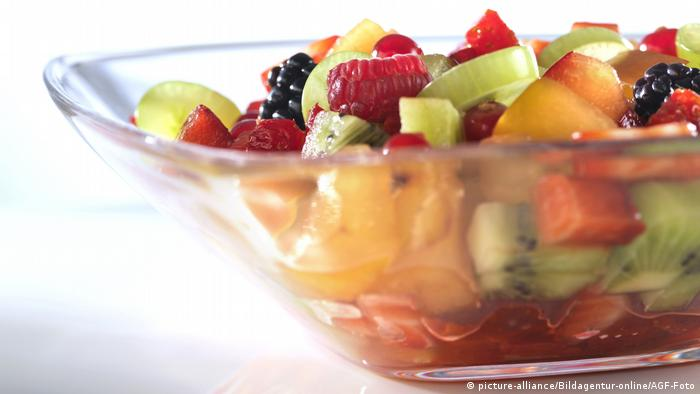 Fruit salad (picture-alliance/Bildagentur-online/AGF-Foto)