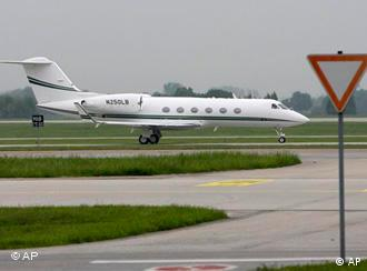 Джона Дем'янюка відправили до Мюнхена. Літак оздоблений медичною технікою.