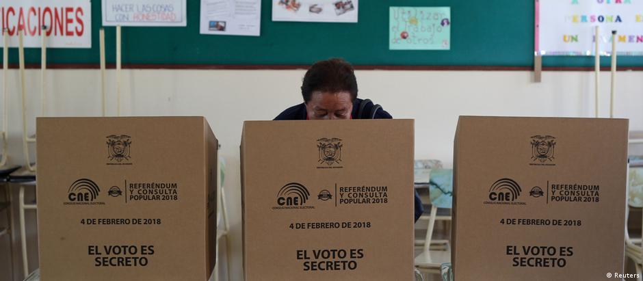 Equatoriano vota em Quito: votos contra a reeleição superaram 60%