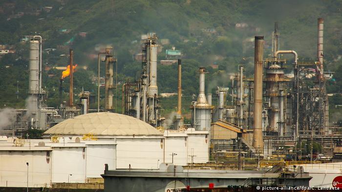 Venezuela Öl-Raffinerie PDVSA (picture-alliance/dpa/C. Landaeta)