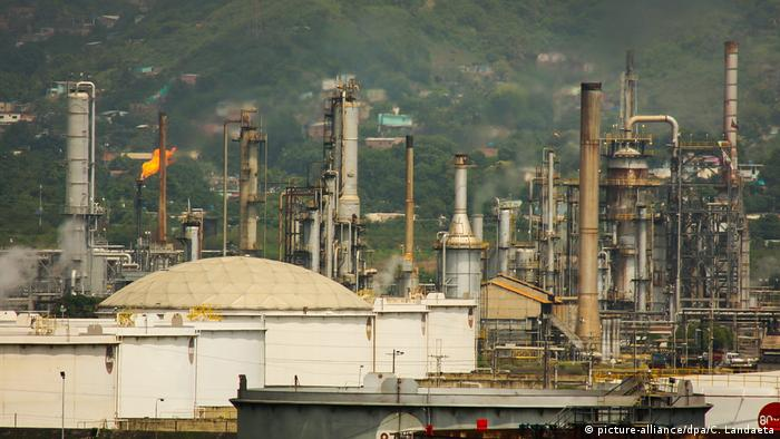 Venezuela oil refineries PDVSA (picture-alliance/dpa/C. Landaeta)