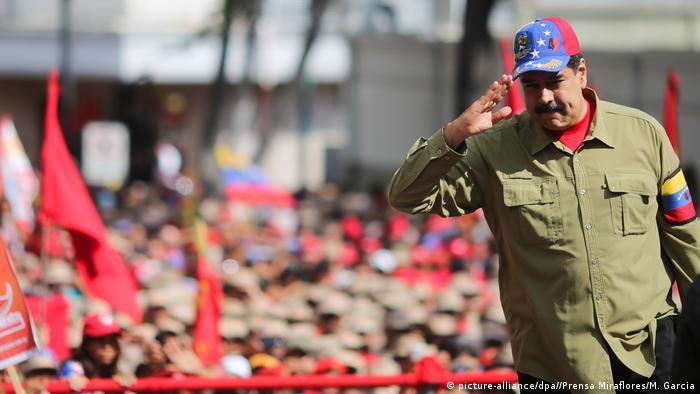 Venezuela Nicolas Maduro jahrestag Putschversuch (picture-alliance/dpa//Prensa Miraflores/M. Garcia)
