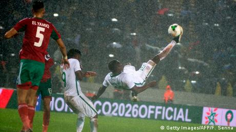 Nigerian football player kicks the ball acrobatically in a 2018 match against Morocco - Nigeria (Getty Images/AFP/F. Senna)