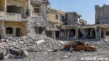 Description of foto: Raqqa - Typical view of residential area. Ground level view. Title Syrian People Series Title in case there are several pictures about one topic Tags Raqqa, Syria, Middle East Name of the photographer/or scource Filip Warwick When was the pic taken? January 2018 Where was the pic taken Raqqa, Syria Description of the pic /occasion , situation when pic was taken, whom or what does the pic show? What remains of the city are destroyed buildings; shells of concrete and distorted steel. Burnt cars and vehicles are to be found in every neighbourhood. Though IS may have left the city but their legacy remains in the form of improvised explosive devices (IEDs) that litter the entire city; in houses and streets.