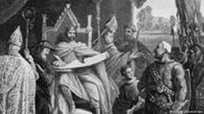 جان، پادشاه انگلستان در سال ۱۲۱۵ نسخه دست نوشته مگنا کارتا را امضا میکند