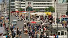 Crowds at Checkpoint Charlie (Friedhelm Denkeler)