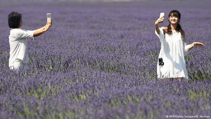 Chinesische Touristinnen in Frankreich (AFP/Getty Images/B. Horvat)