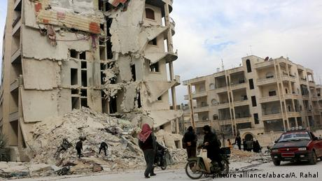 Syrien Luftangriffe in Idlib (picture-alliance/abaca/A. Rahal)