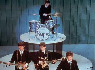 John Lennon, Paul McCartney, George Harrison und Ringo Starr auf der Bühne