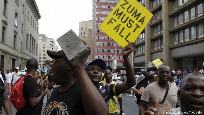 Südafrika, Protest gegen den Präsidenten Jacob Zuma (picture-alliance/T.Hadebe)