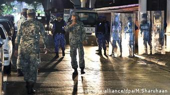 Ausnahmezustand im Urlaubsparadies Malediven (picture-alliance/dpa/M.Sharuhaan)