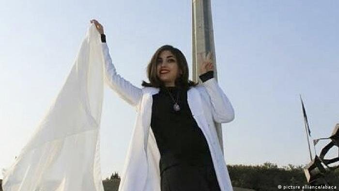 Iranian woman removes her headscarf