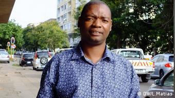 Mosambik, Maputo, Lehrer Eduardo Inzenzela