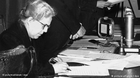 Helene Wessel Mutter des Grundgesetzes Flash-Galerie